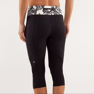 Lululemon Black & White Laceoflange Crop Leggings